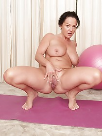 Dark-haired MILF with saggy tits showing her acrobatic prowess
